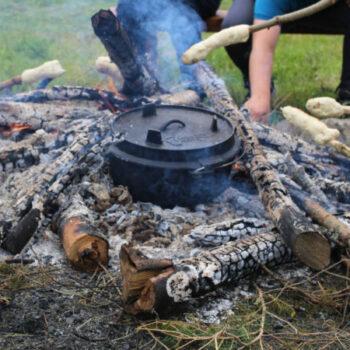Bei der Zirkusfreizeit kochen wir am Feuer gemeinsam
