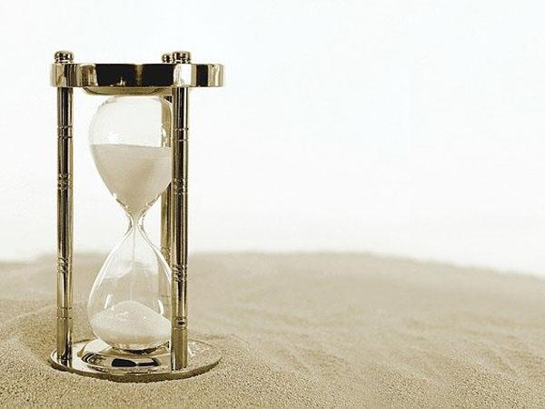 Zeit mahnt uns unserer Vergänglichkeit