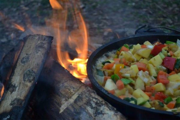 Feta-Gemüsetopf aus dem Dutch Oven