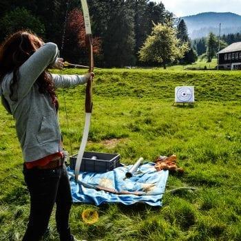 Bogenschießen ist ein Klassiker im Programm bei den erlebnispädagogischen Klassenfahrten von N.E.W.