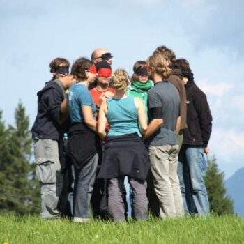 Teamaufgaben und Kooperationsaufgaben sind ein wichtiger Baustein im Programm