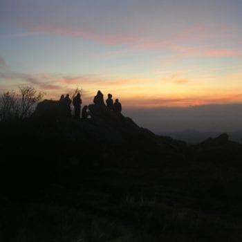 Den Sonnenuntergang genießen. Die Natur bietet auf Klassenfahrten das schönste Programm